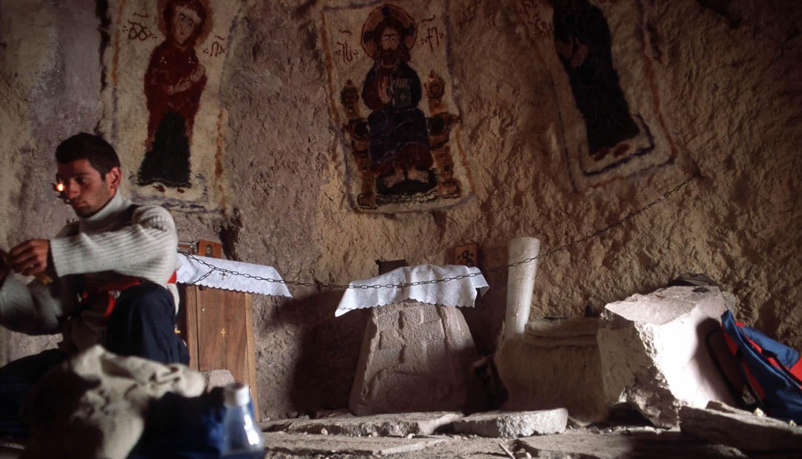 В древнейшем пещерном храме