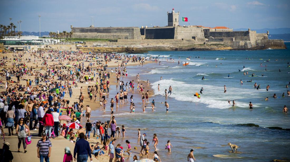 Пляж Praia de Carcavelos в городе Каркавелуш