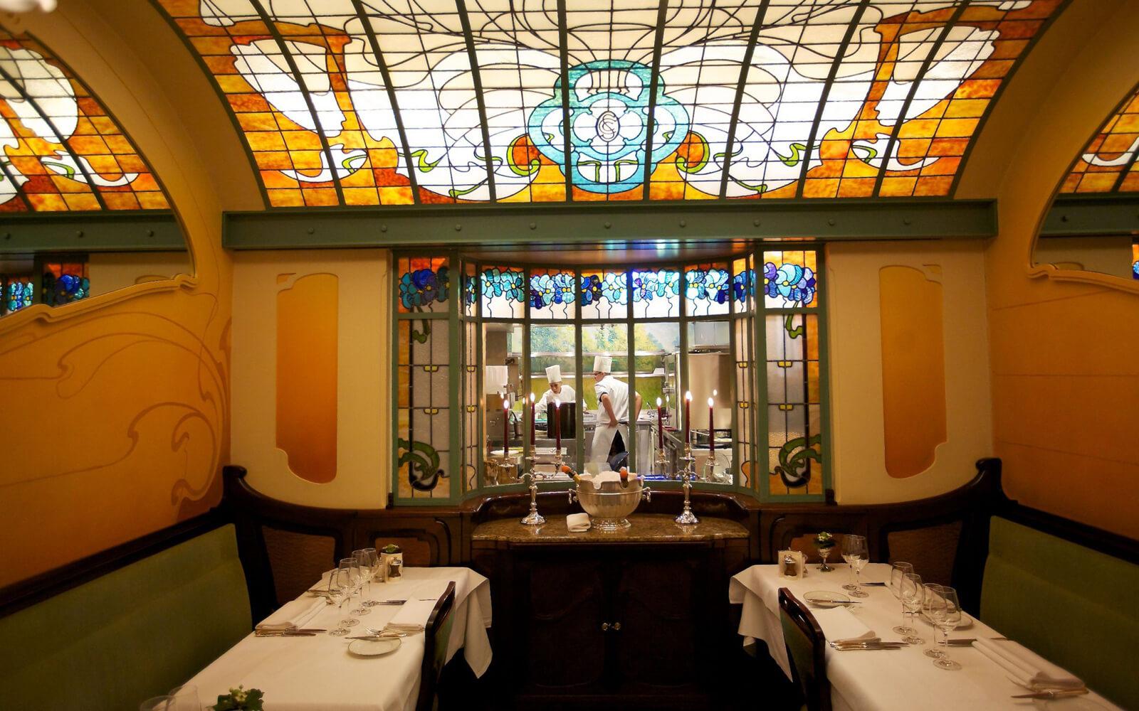 Интерьер ресторана Comme Chez Soi