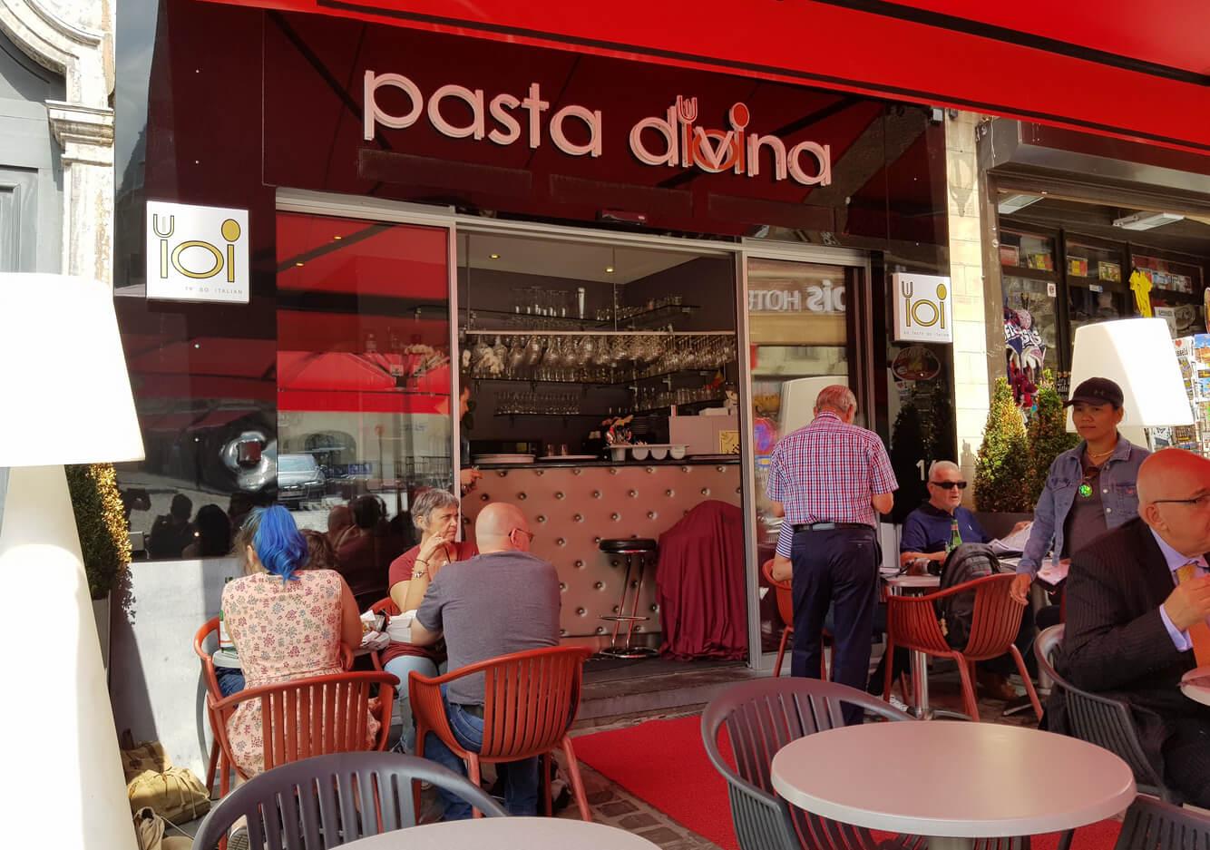 На летней площадке в ресторане Pasta Divina