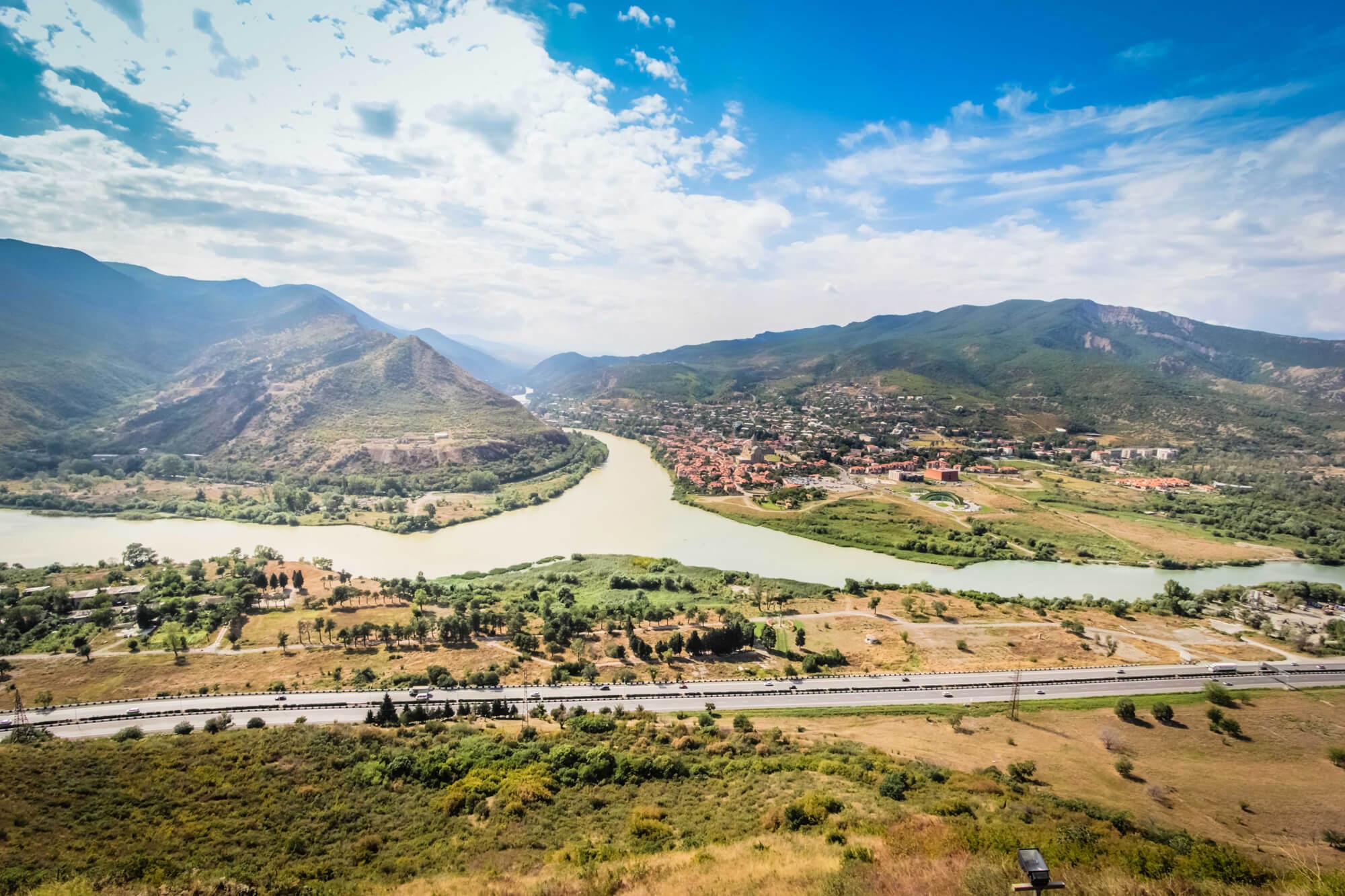 Вид на город Мцхета с монастыря Джвари