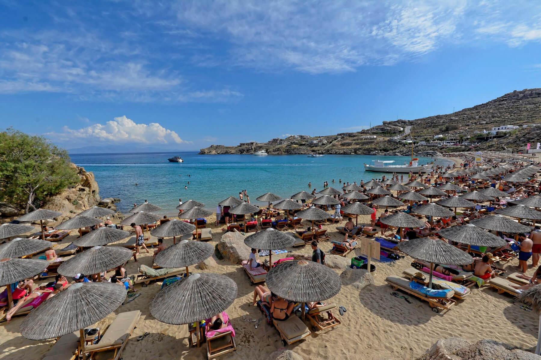 Плжя Super Paradise Beach на острове Миконос