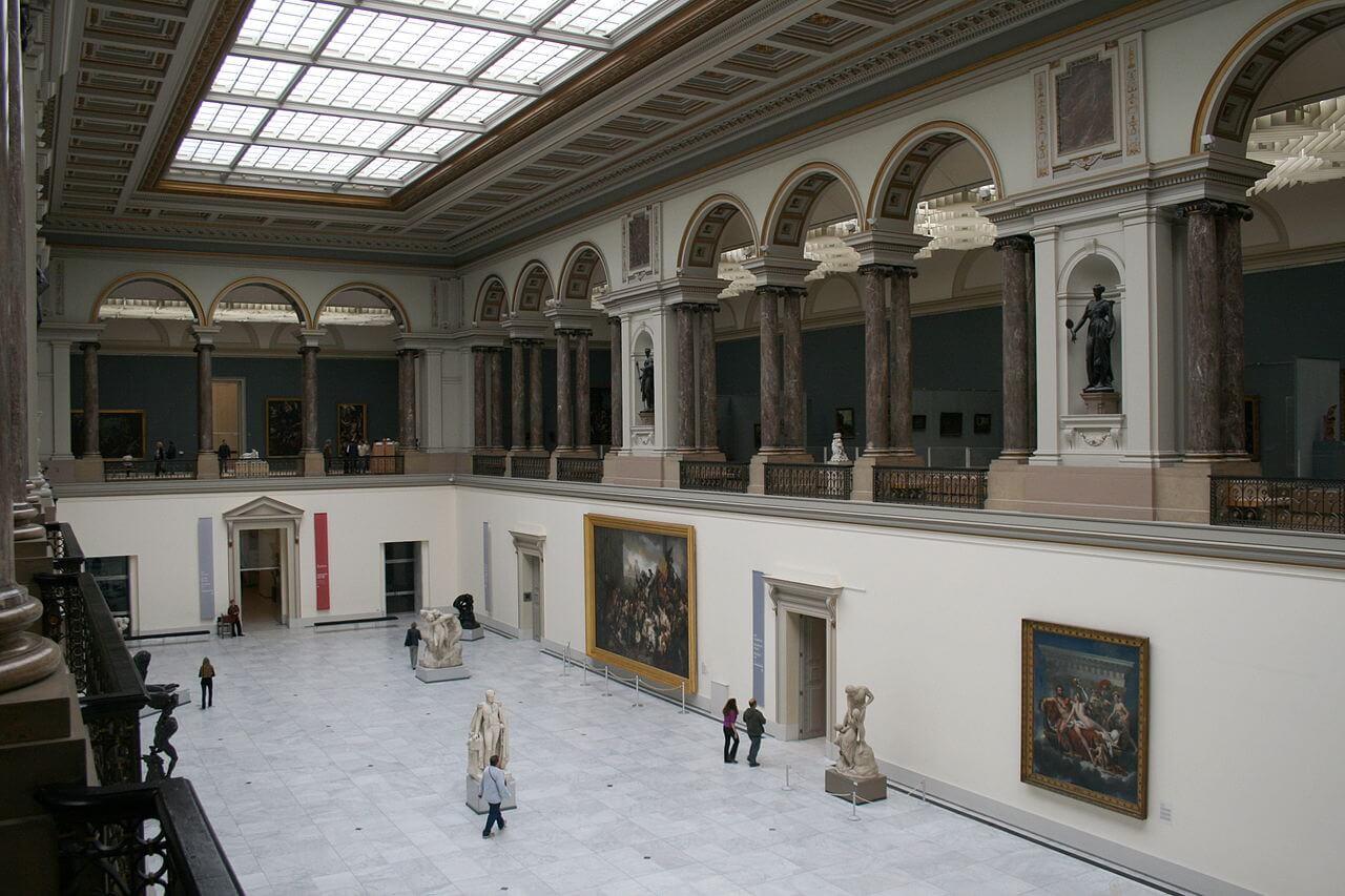 Одна из зал королевского художественного музея в Брюсселе