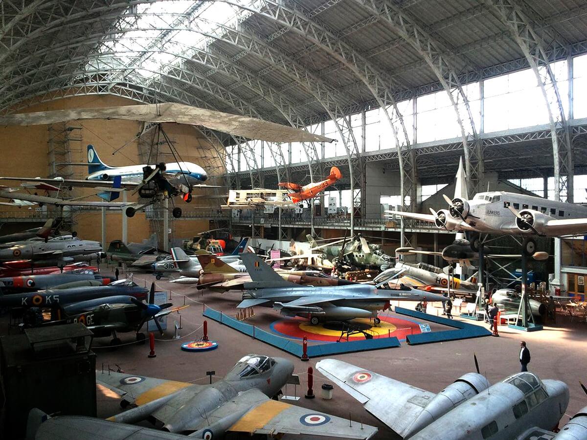 Самолеты в королевском музее армии и военной истории