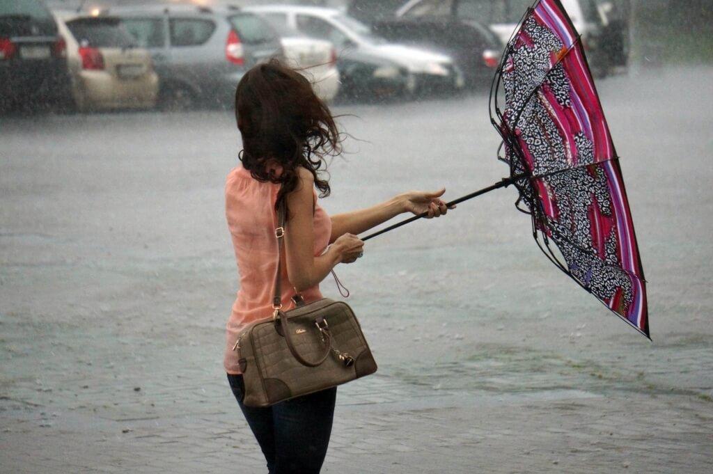 Зонтик в Назаре не спасет