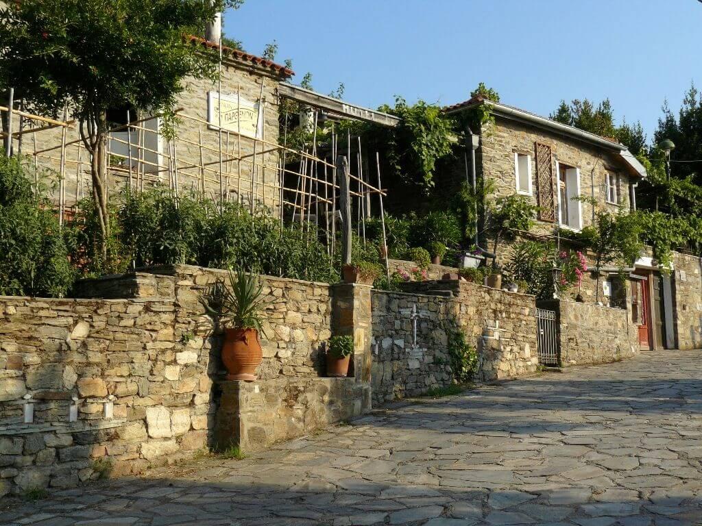 Традиционная греческая деревня Парфенонас