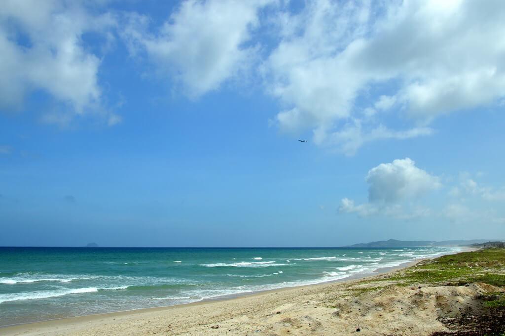Долгие километры дикого пляжа
