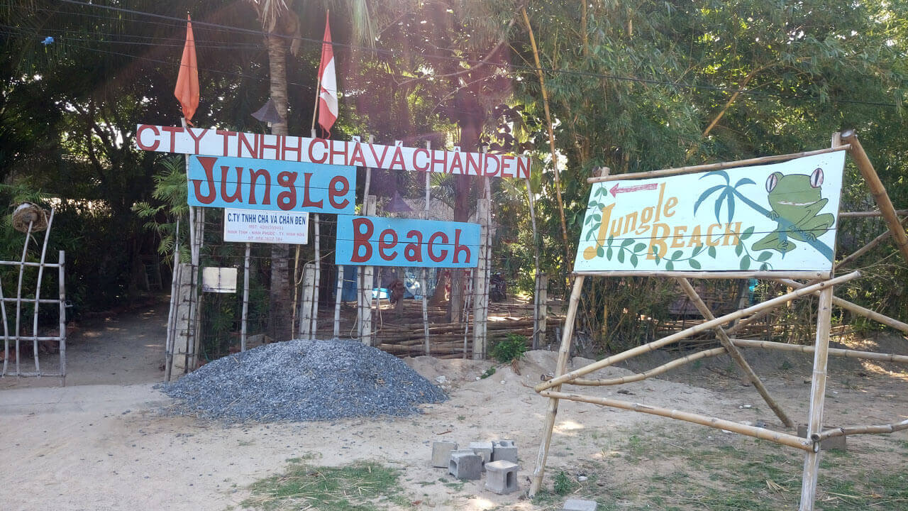 Вывеска Jungle Beach