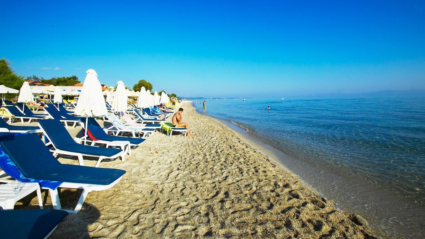 Отдых на пляже в Ханиоти, Халкидики