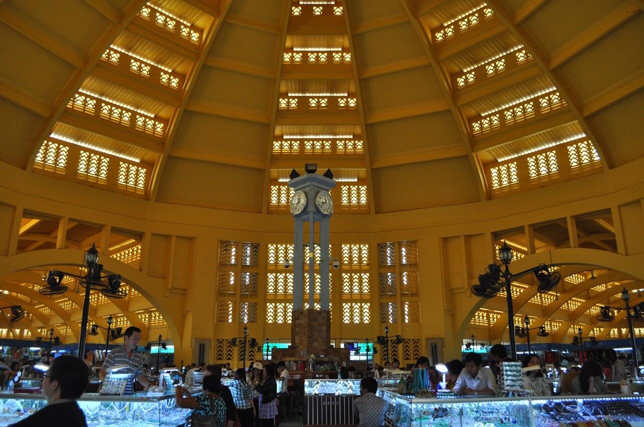 Внутри центрального рынка, Пномпень