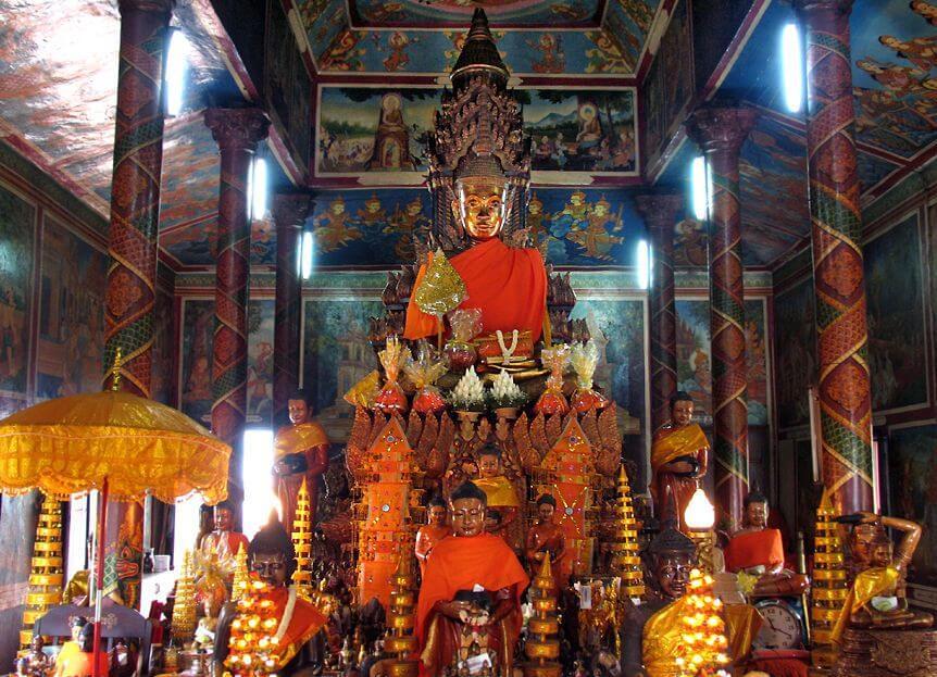 Внутри храма Ват Пном
