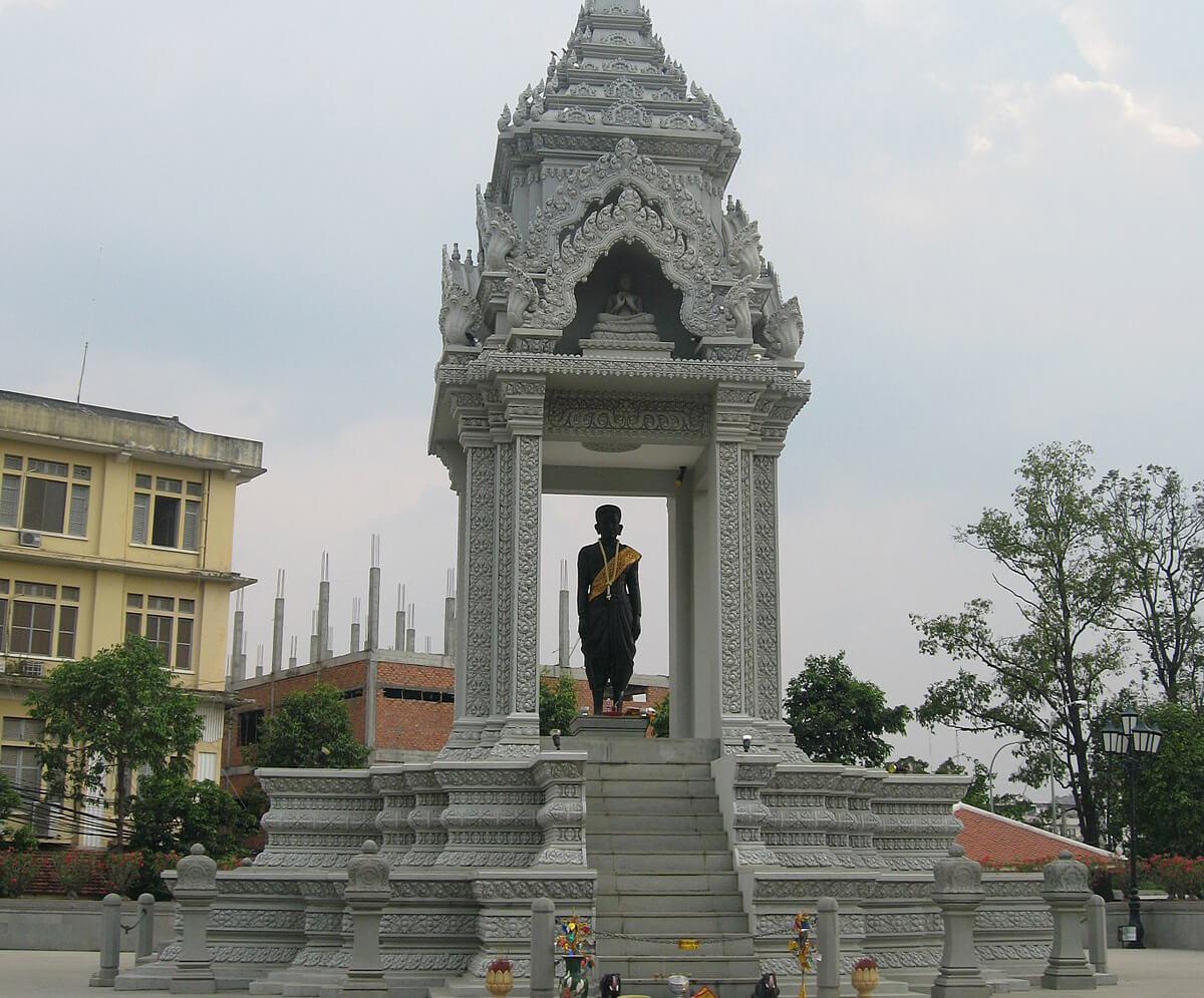 Статуя Леди Пен