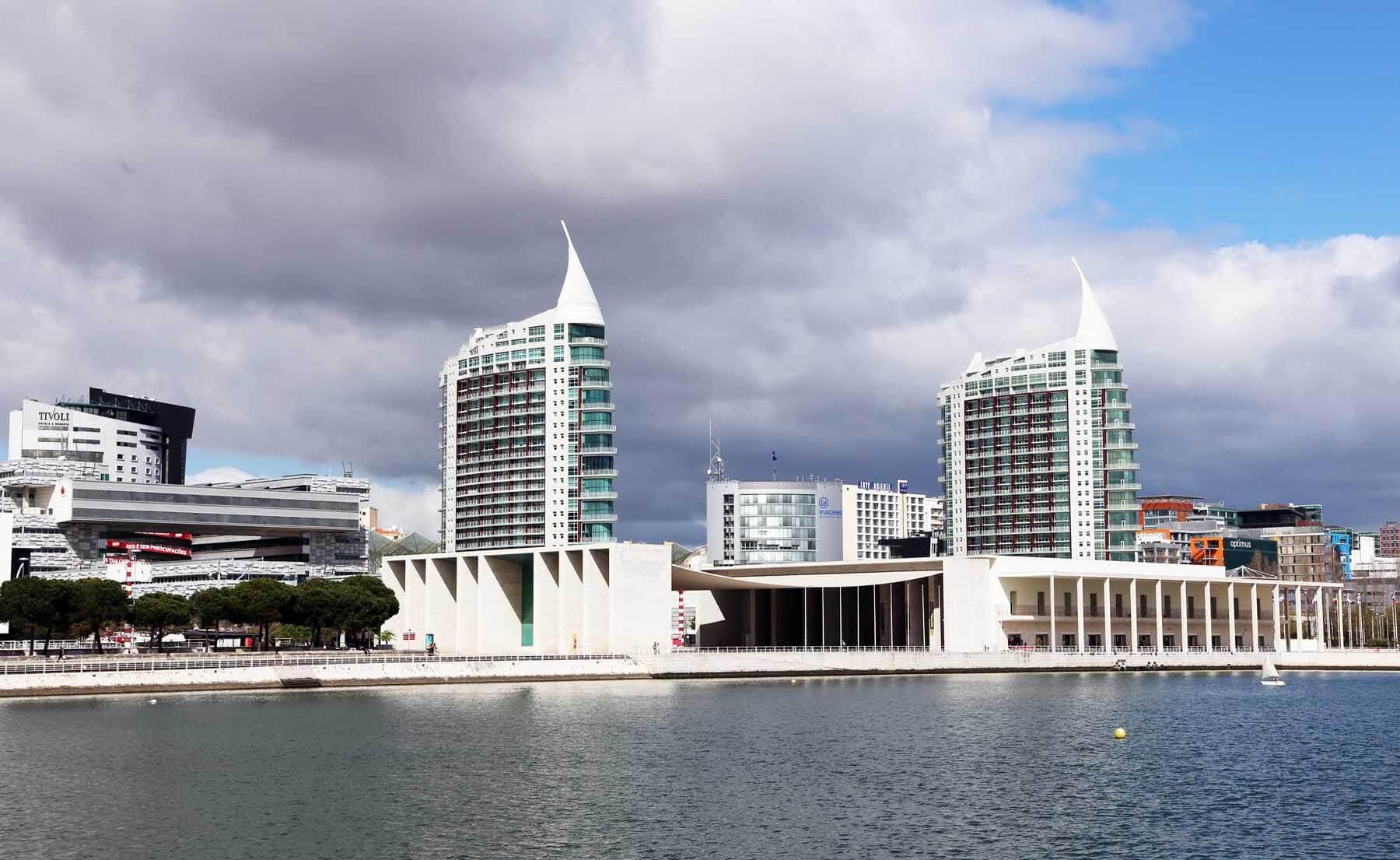 Здания в стиле модерн