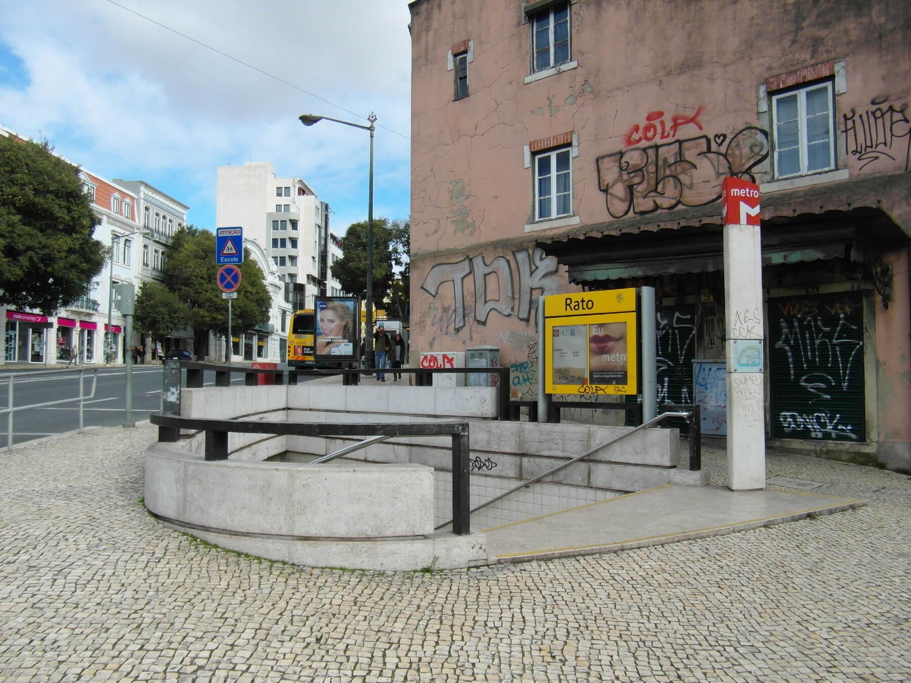 Спуск в метро Rato