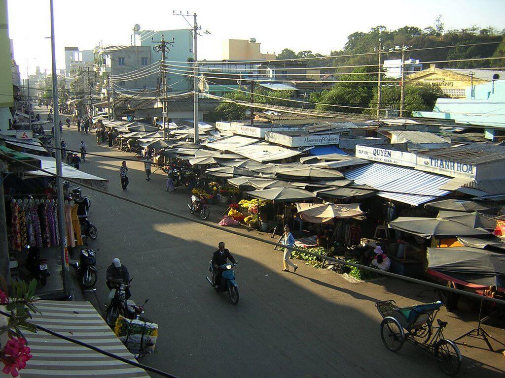Рынок на Западе (Chợ Phương Sài)