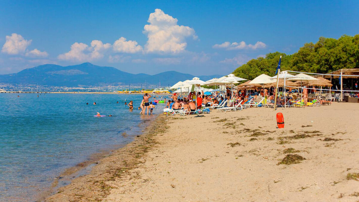 Пляж в Неи Эпиватес