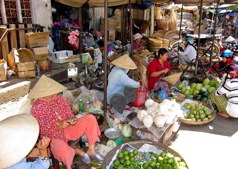 На рынке Чо Дам