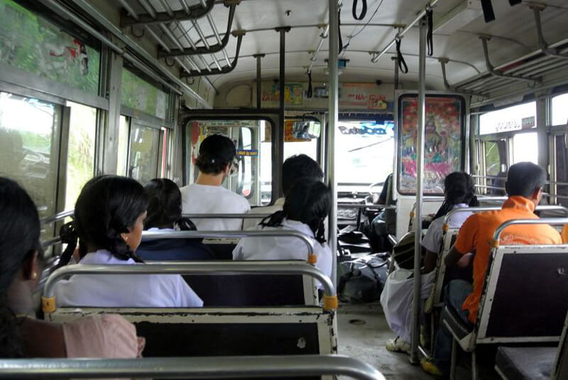 В автобусе из Дамбуллы в Сигирию