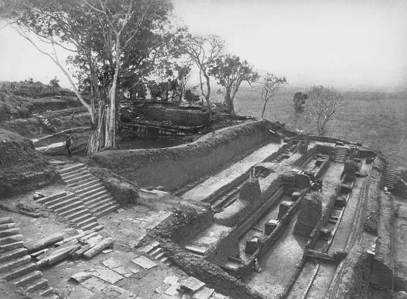 Первые раскопки