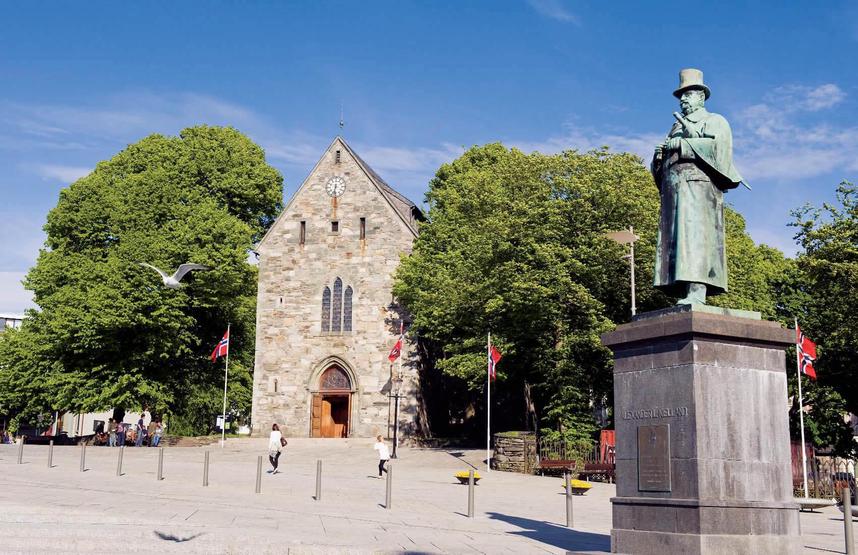Кафедральный собор и памятник Александру Хьелланну
