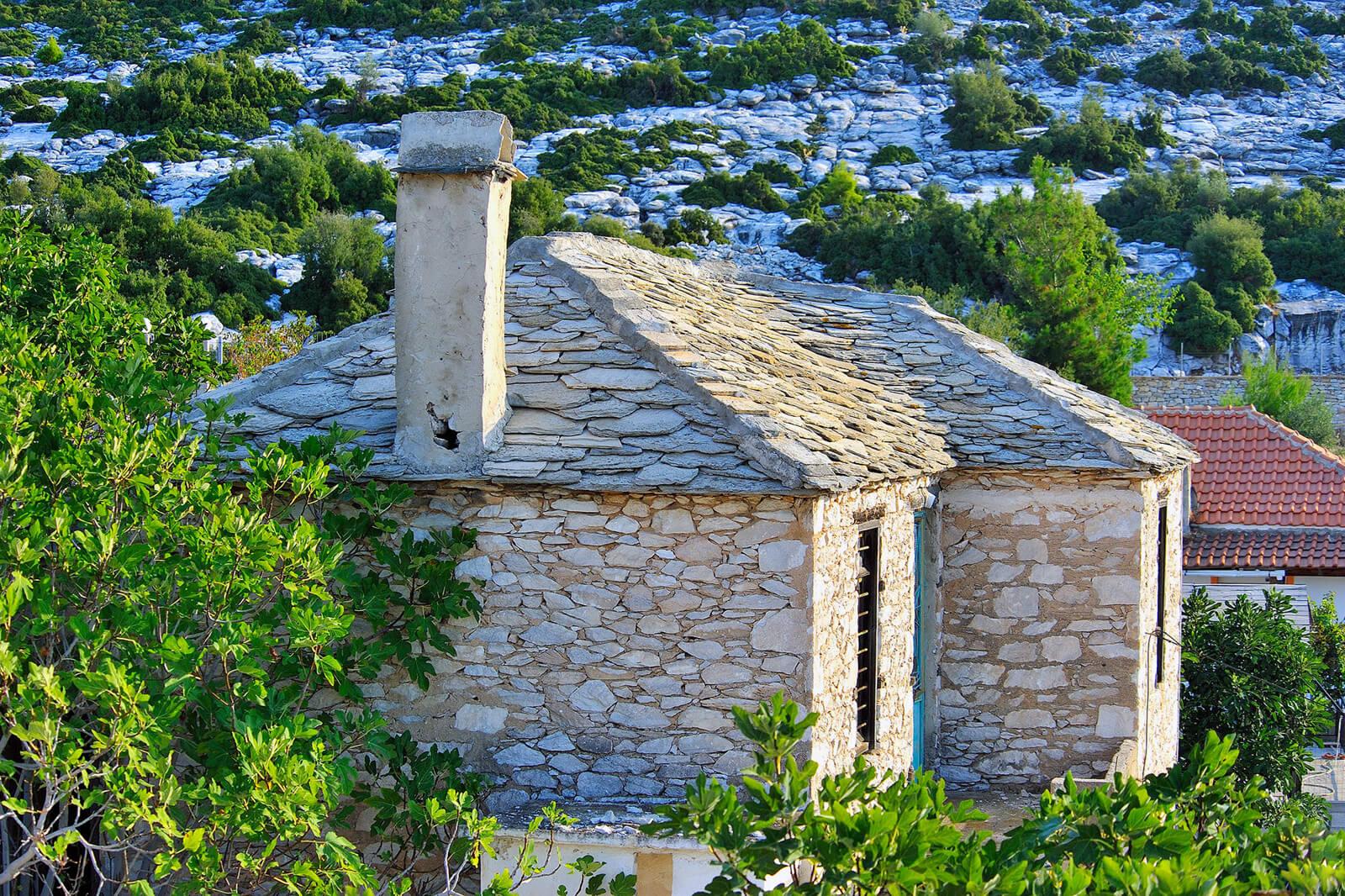 Такие домики в деревне Теологос на острове Тасос