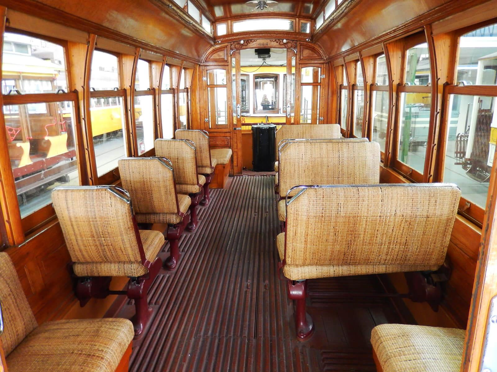 Салон старого трамвая