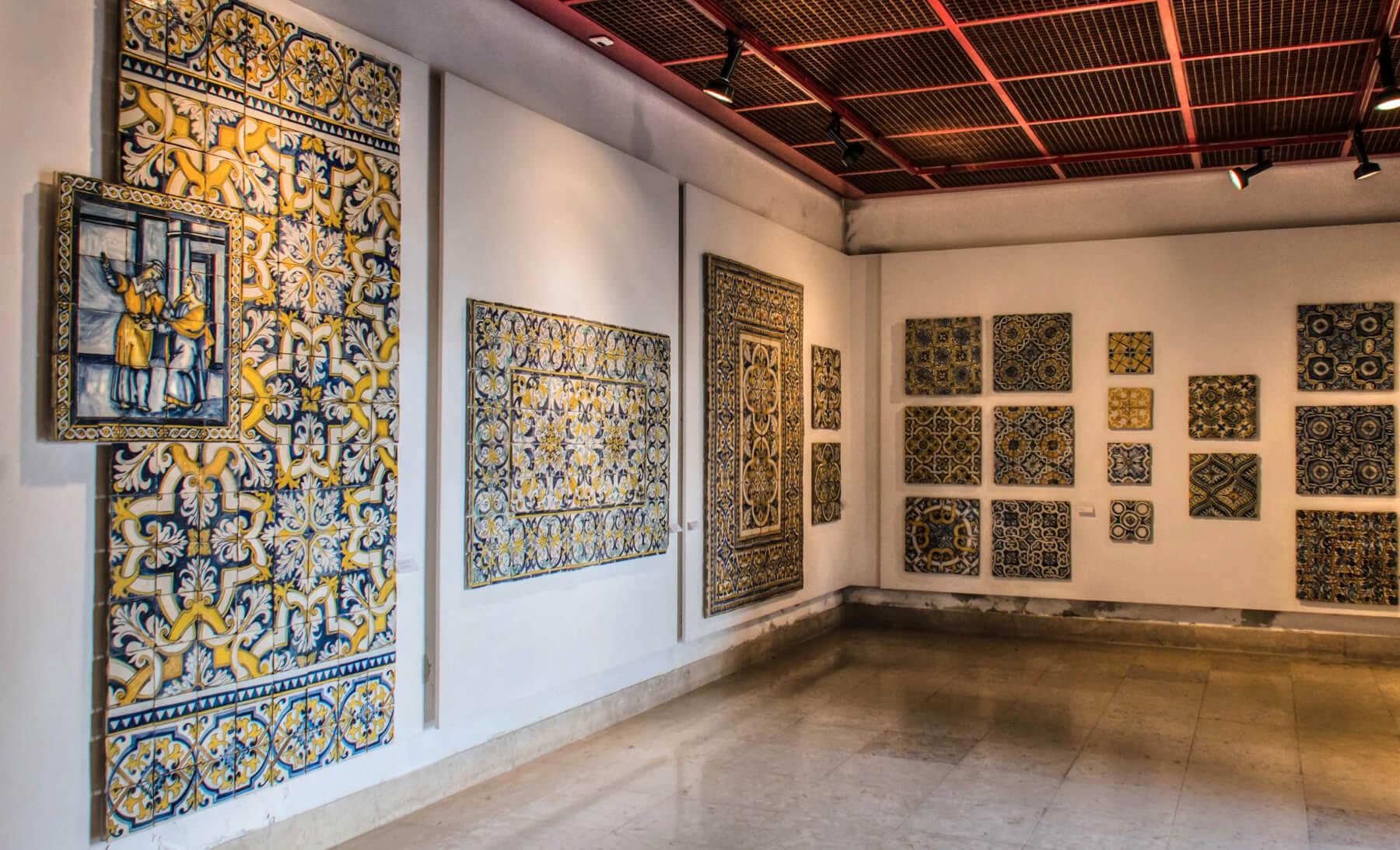 Экспонаты плитки в Национальном музейе плитки азулежу