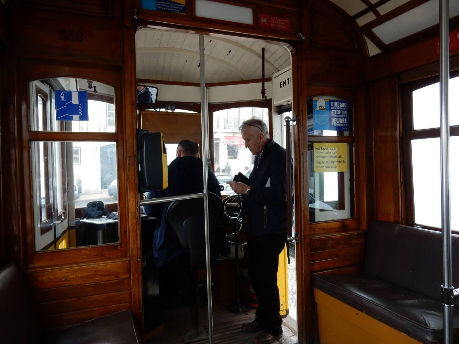 В трамвае №28