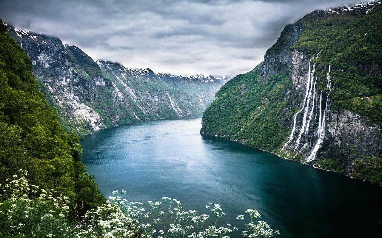 Вид на Гейрангер-фьорд