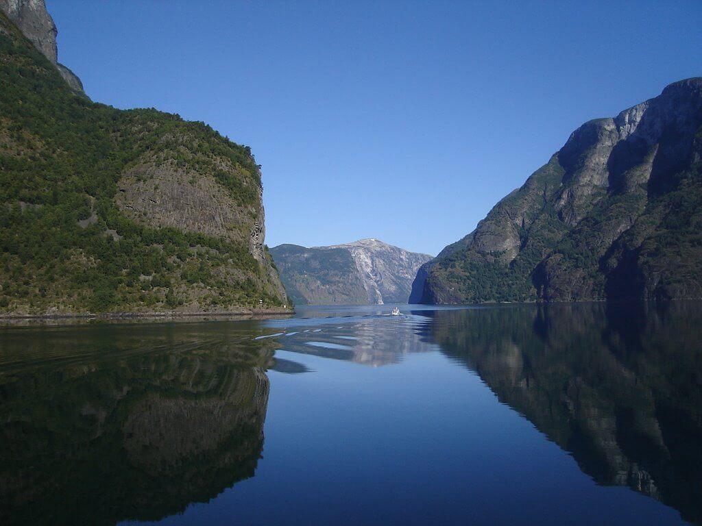 Нэрёй-фьорд на юге губернии Согн-ог-Фьордане