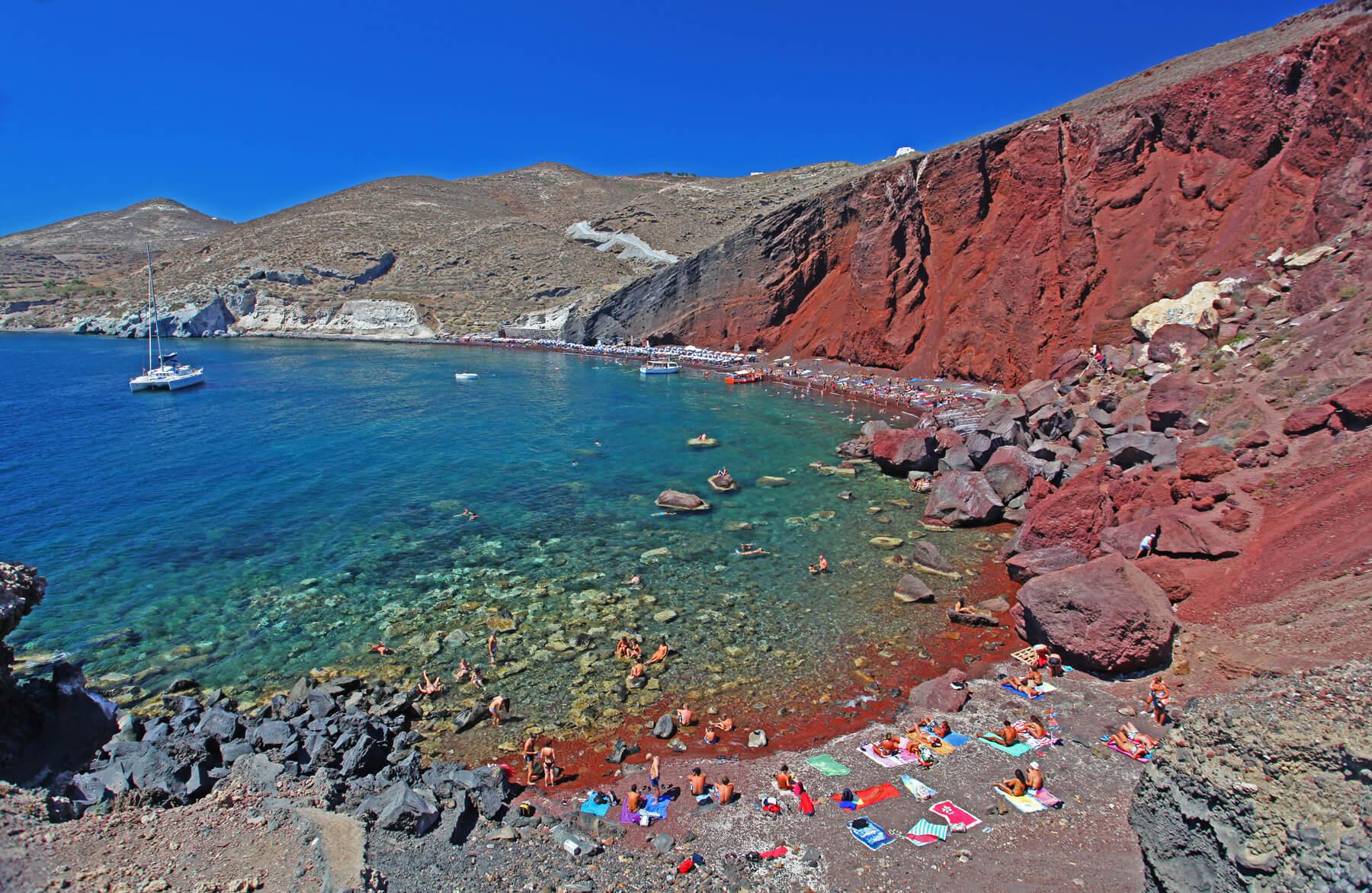 Красный пляж на острове Санторини