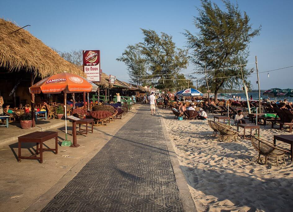 Кафе вдоль пляжа Серендипити