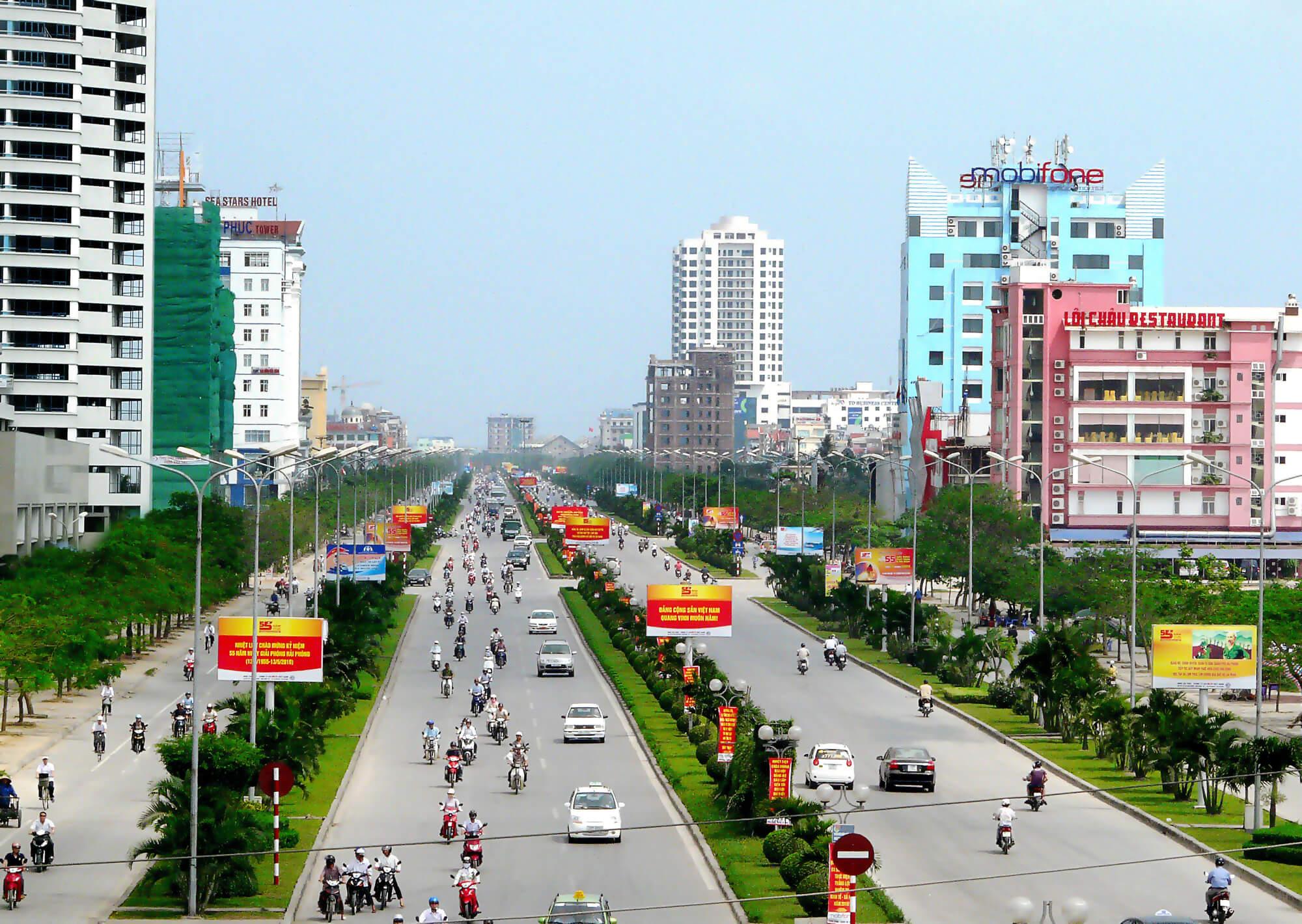 На фото видно огромное количество мотоциклистов в Хайфон