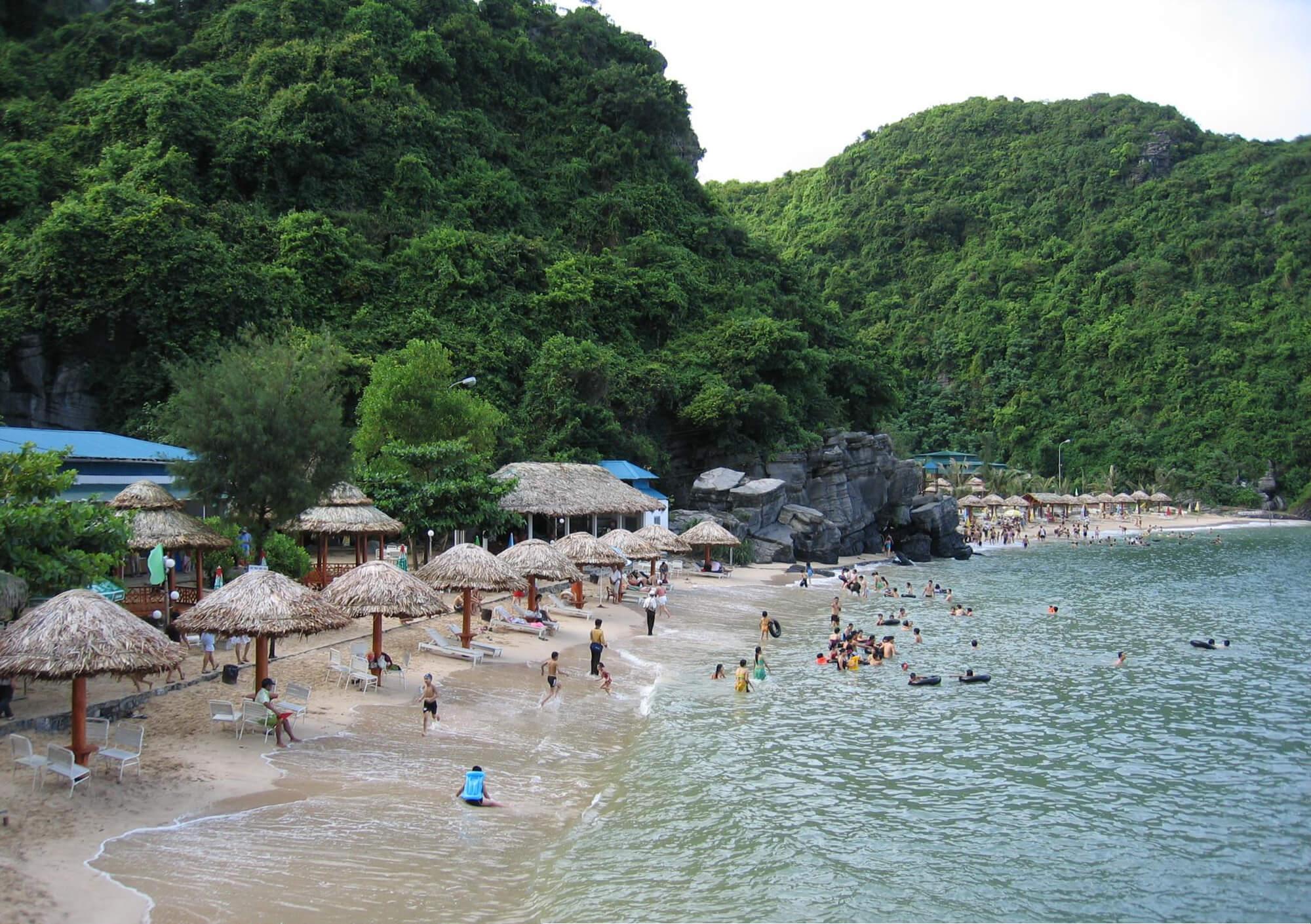 Пляж в парке Кат Ба