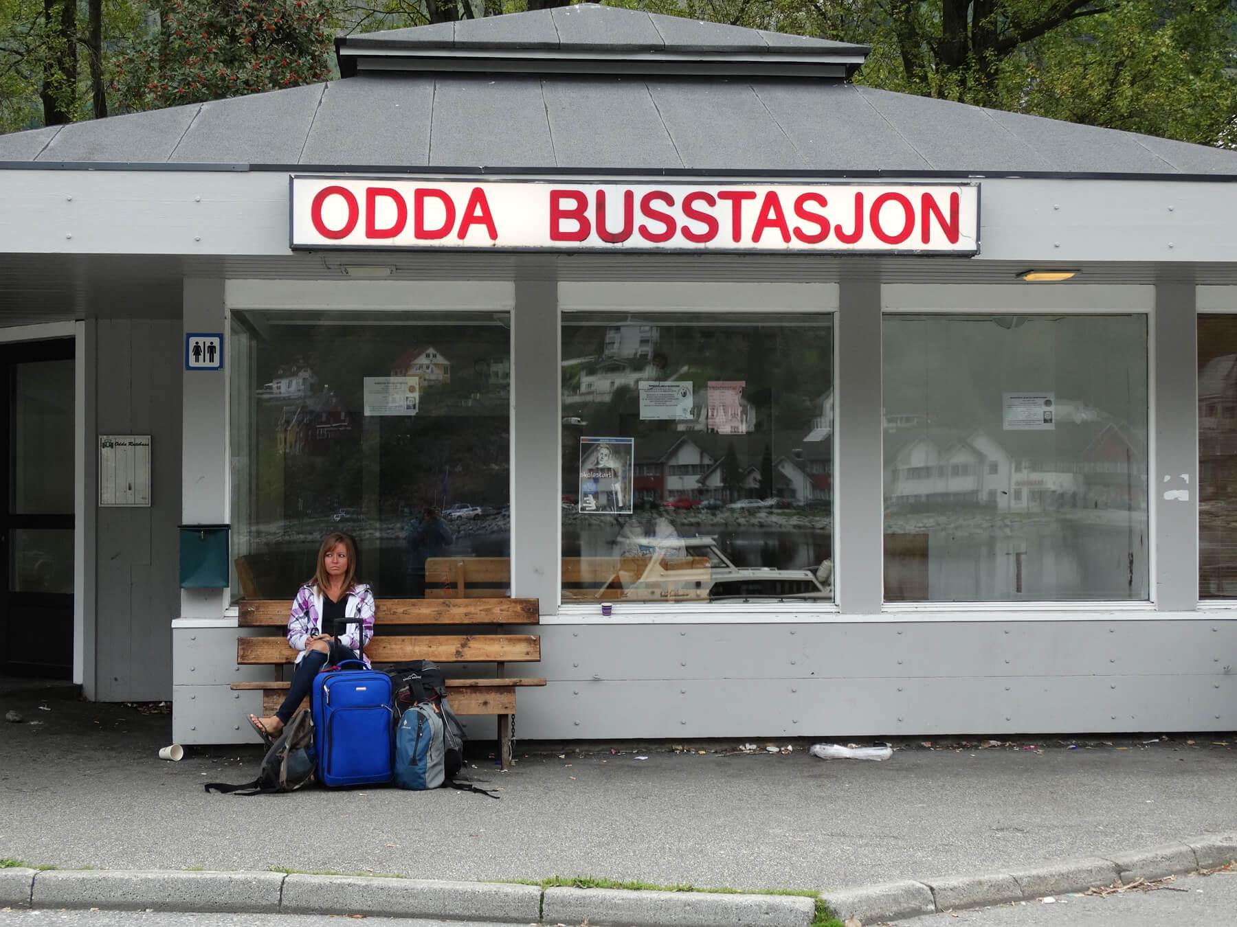 Из Осло автобусом до станции городка Одда
