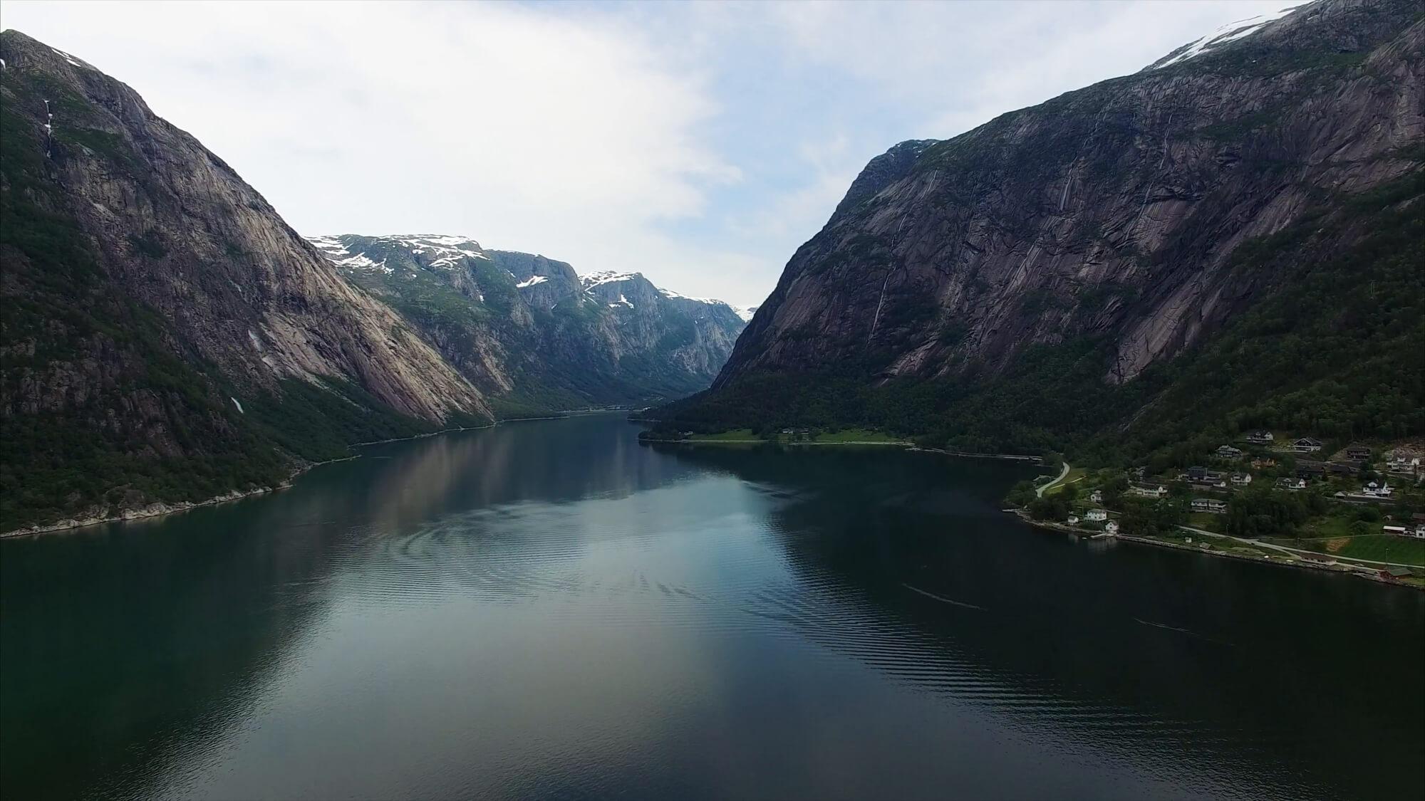 Хардангерфьорд – третий по длине в мире