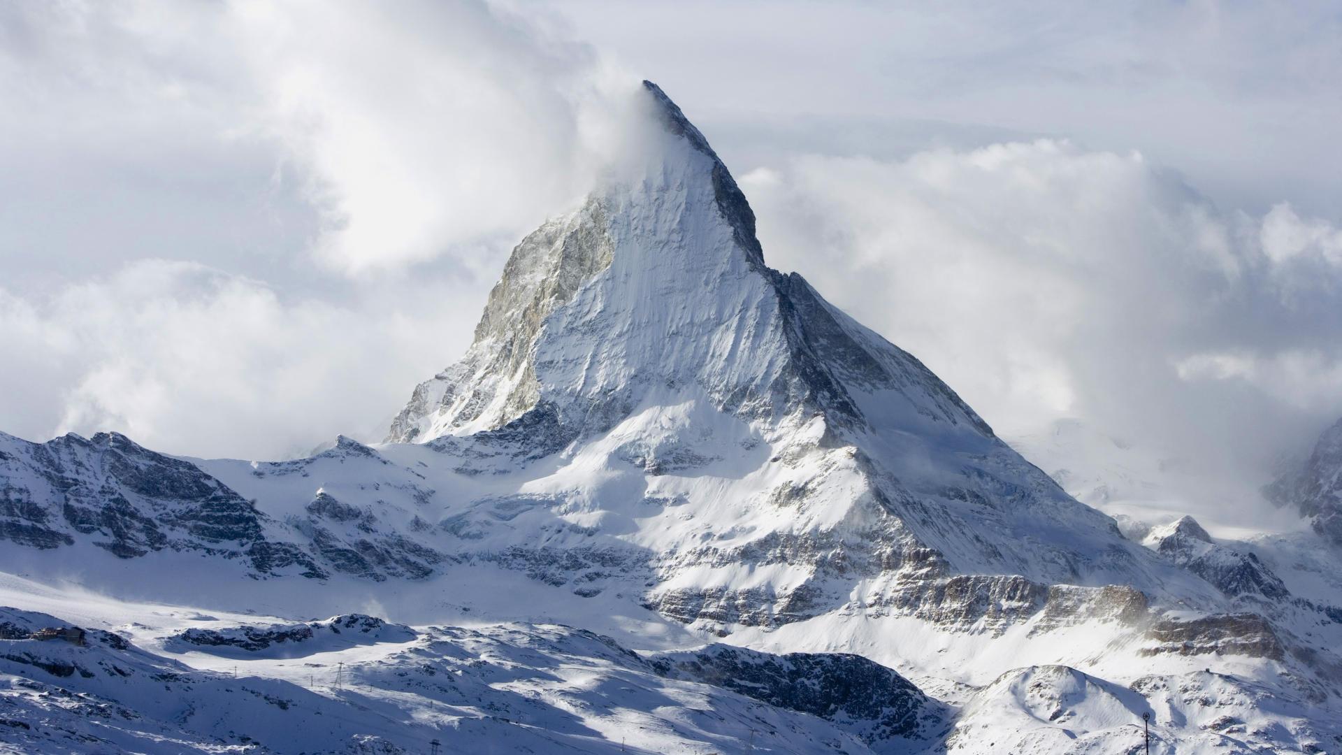 Гора Маттерхорн укрыта снегом