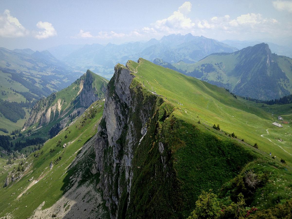 Гора Роше-де-Нэ