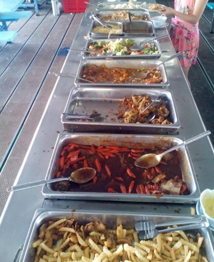 Еда в кафешке в парке Pulau Payar