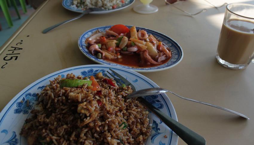 Завтрак в кафе на острове Тиоман