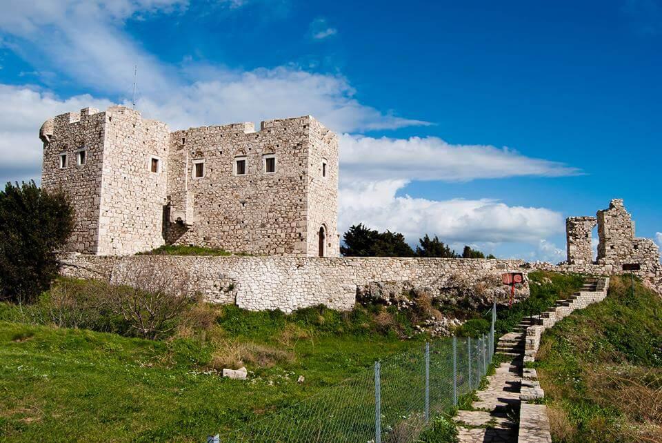 Руины замока в Пифагорио