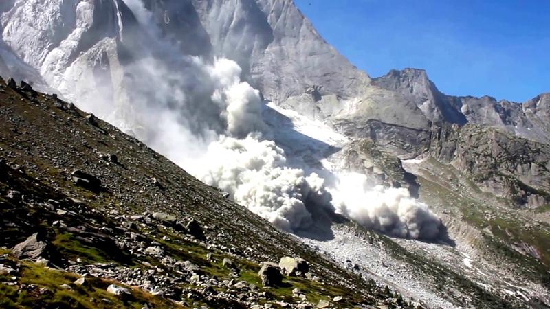 Опасность в Альпах представляют камнепады