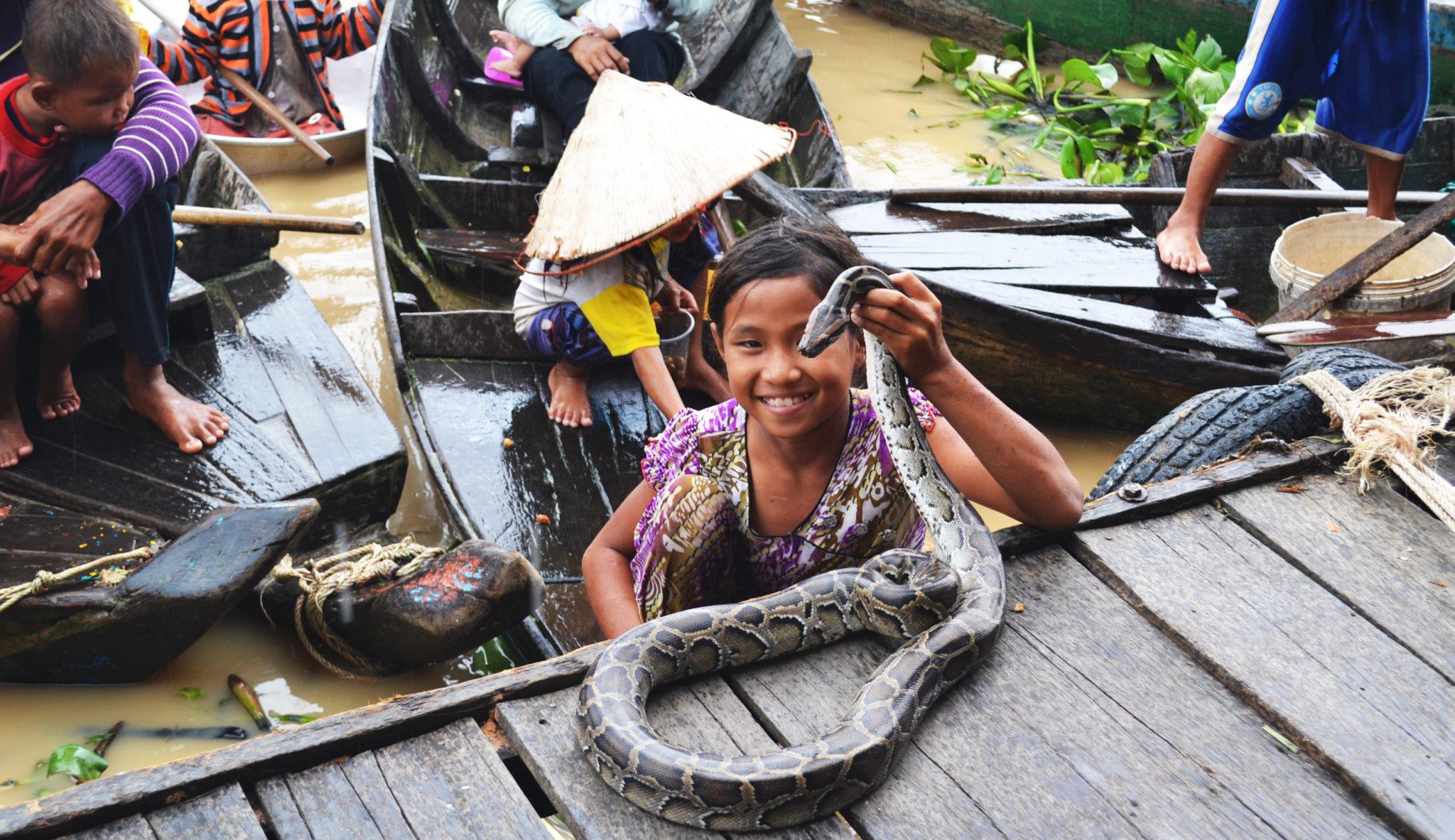 Зарабатывают на фото со змеями