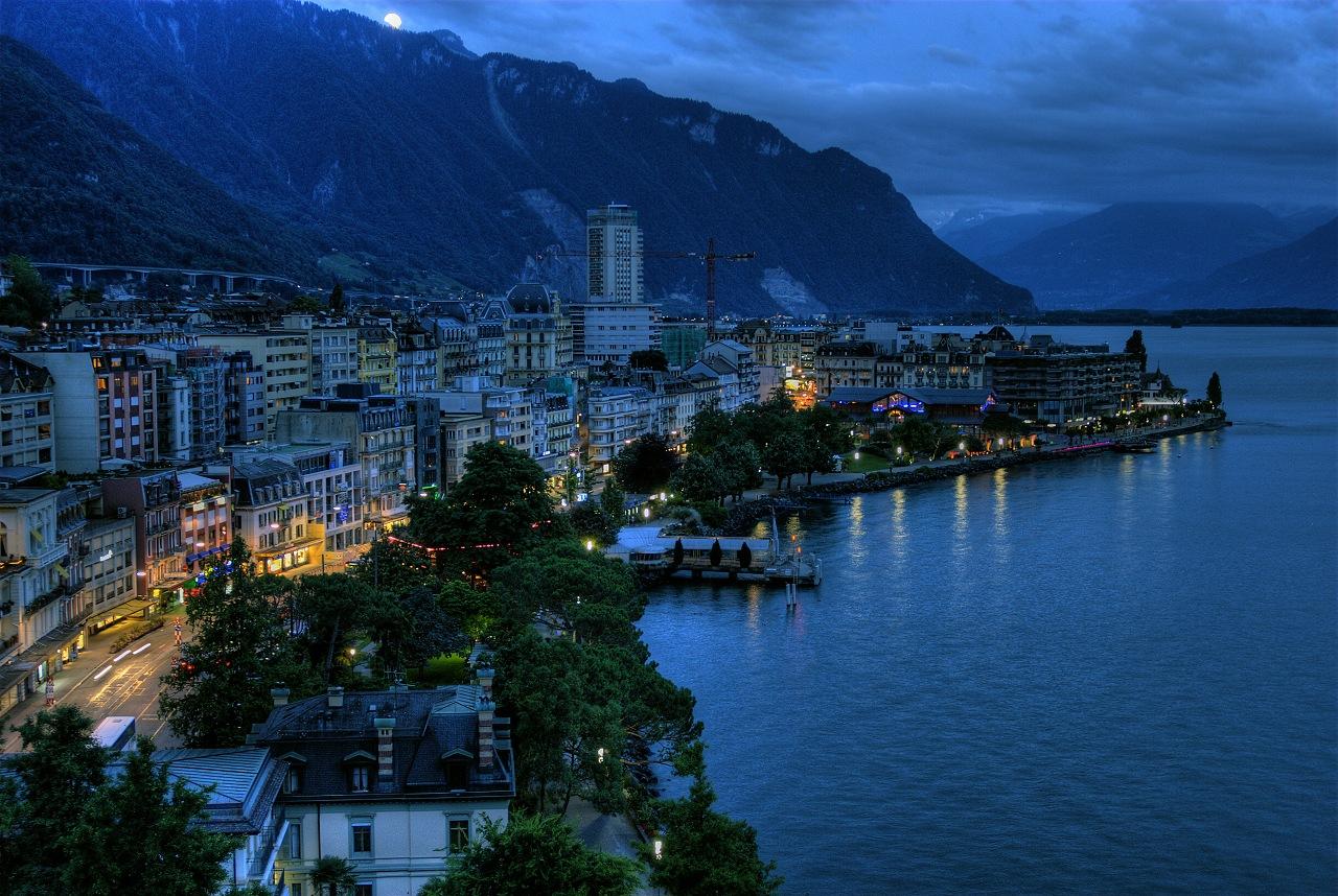 Монтре окружён Альпами и Женевским озером