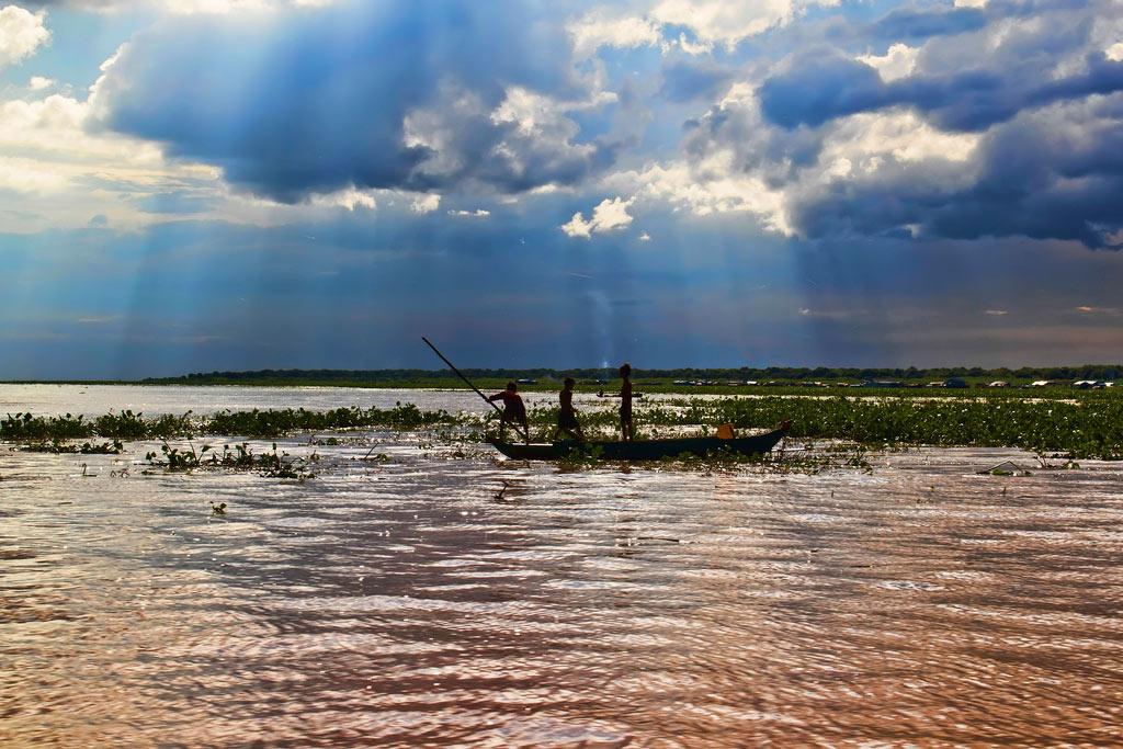 Озеро Тонлесап в сезон дождей