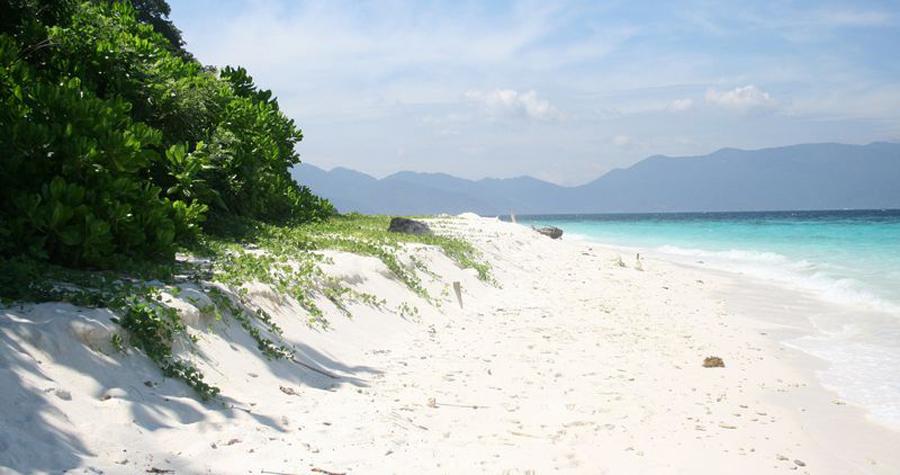 Пляж на острове Тулай