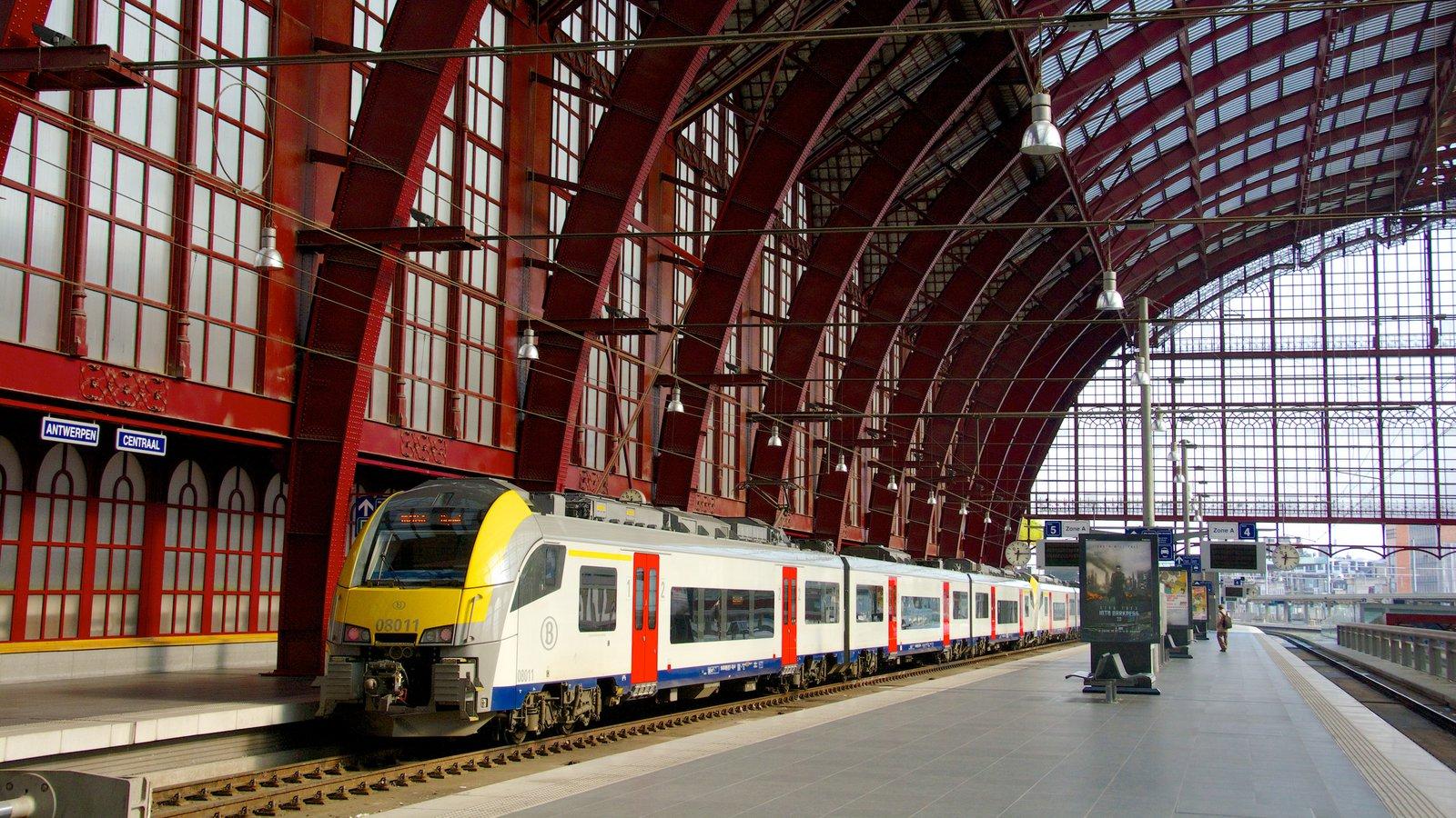 Поезд на вокзале Антверпена