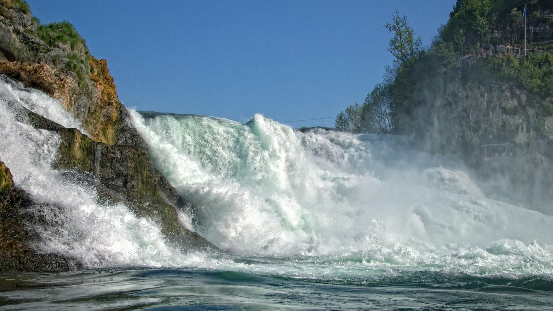 Не высокий Рейнский водопад