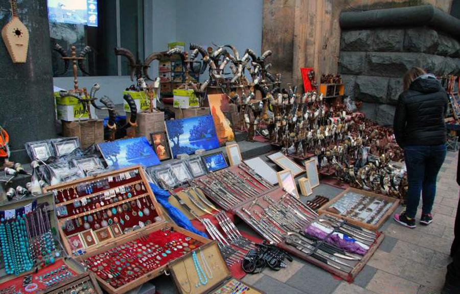 Сувенирный рынок на Шота Руставели