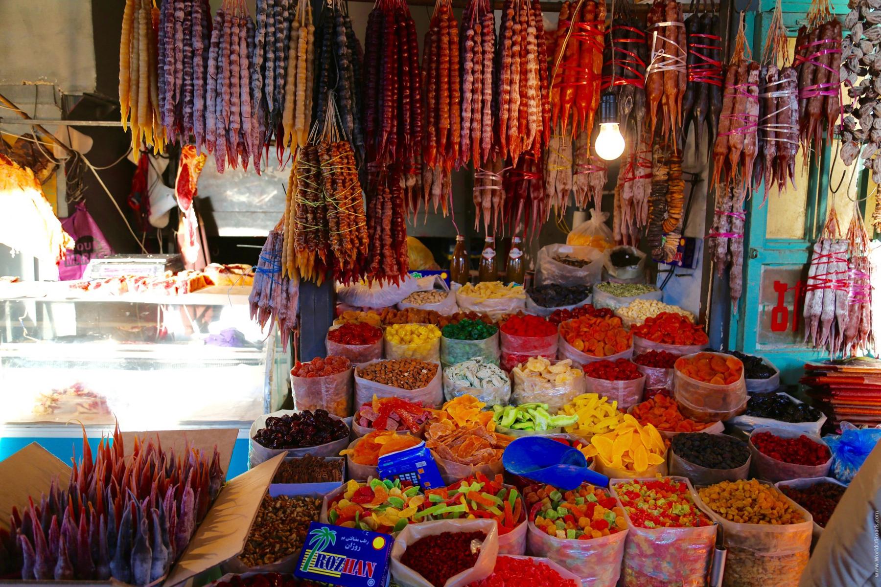 Чурчхела и сухофрукты на центральном рынке Тбилиси